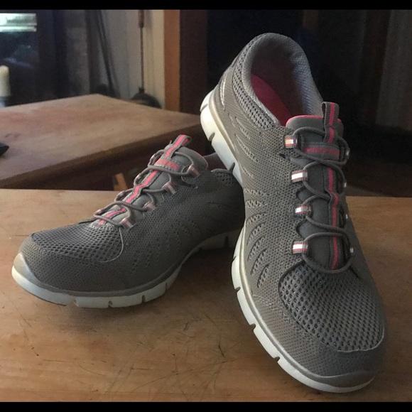 skechers memory foam tennis shoes